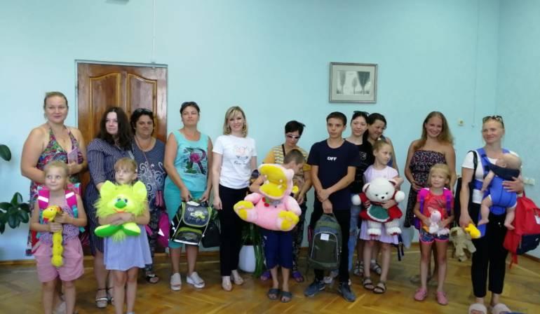 Дети из малоимущих семей получили подарки